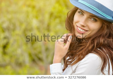 Séduisant brunette dame posant sexy femme Photo stock © oleanderstudio