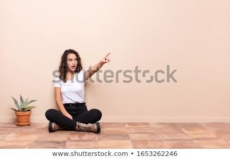 женщину · указывая · далеко · глядя · камеры - Сток-фото © deandrobot
