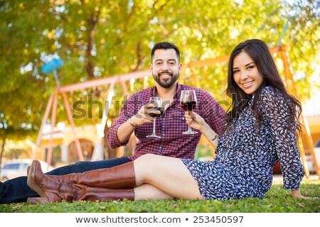 Di bell'aspetto Coppia occhiali vino rosso coperto Foto d'archivio © dash