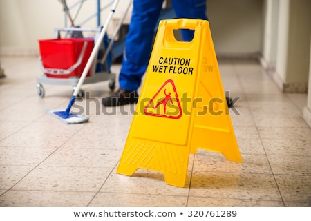 precaución · mojado · piso · amarillo · información · símbolo - foto stock © bluering