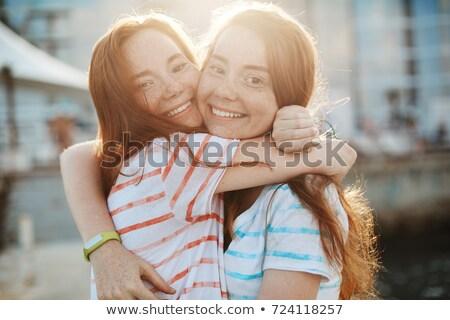 Dos hermosa gemelos hermanas tiempo junto Foto stock © NeonShot