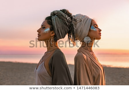 Due giovani bella ragazze posa sfondo Foto d'archivio © tekso