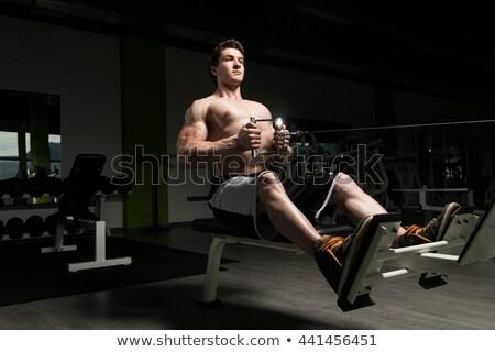 Athlète poitrine exercice machine gymnase jeunes Photo stock © julenochek