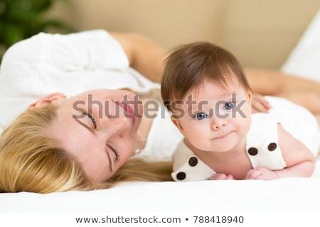 семьи · кровать · ребенка · утра · женщины · матери - Сток-фото © lopolo