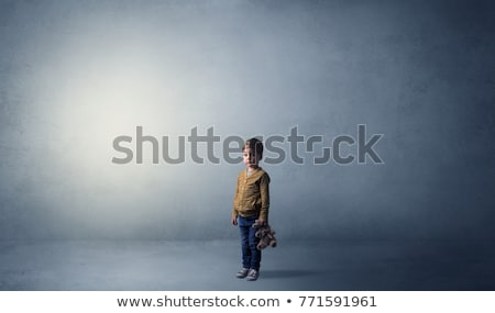 Piccolo kid stanza vuota sola grande peluche Foto d'archivio © ra2studio
