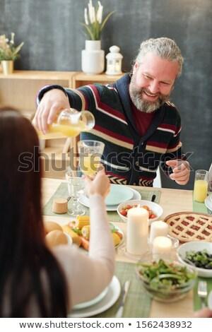 Mutlu olgun adam portakal suyu cam kız Stok fotoğraf © pressmaster