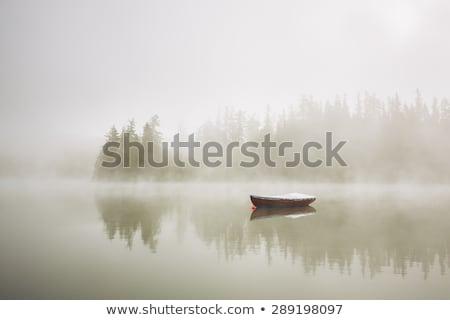 Eenzaam boot vissersboot vissen alleen Stockfoto © timwege