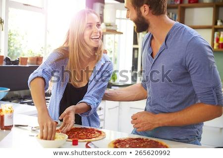 Stock fotó: Fiatalember · konyha · élvezi · házi · készítésű · pizza · sör