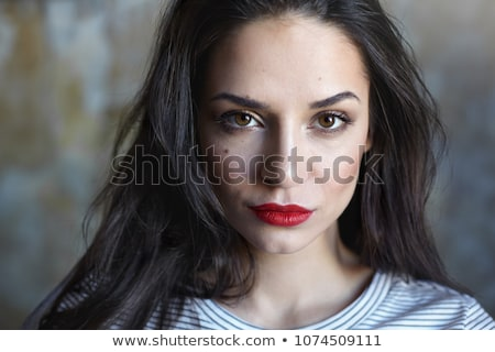 portre · genç · esmer · kadın · kahverengi · gözleri · güzel - stok fotoğraf © NeonShot