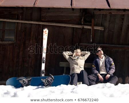 Kobieta śmiechem narciarskie narzędzi chata charakter Zdjęcia stock © IS2