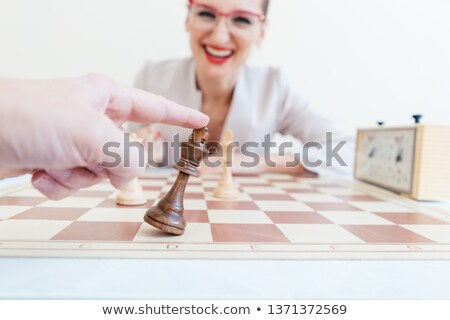 Man loosing game of chess against business woman  Foto stock © Kzenon