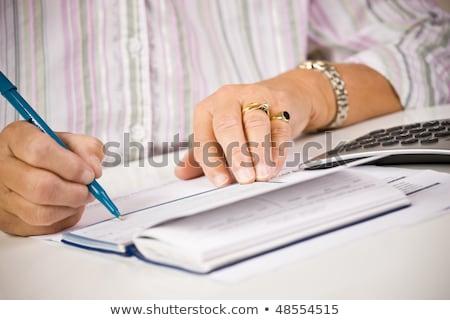 Senior vrouw schrijven controleren betalen Bill Stockfoto © Edbockstock