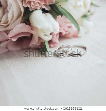 Jegygyűrűk rózsák esküvő szeretet arany fehér Stock fotó © grafvision