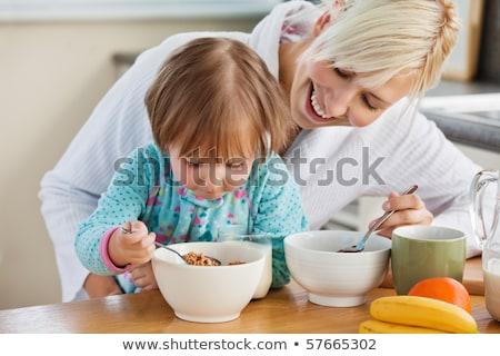vrolijk · familie · eten · ontbijt · keuken · home - stockfoto © wavebreak_media
