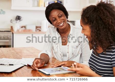 étudiant · adolescent · femme · écran · tactile · fauteuil - photo stock © sumners