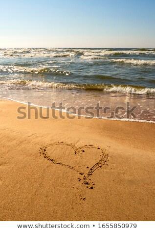 um · coração · areia · lata · usado · casamento - foto stock © nikdoorg