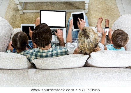 ver · família · relaxante · sofá · menina · amor - foto stock © monkey_business