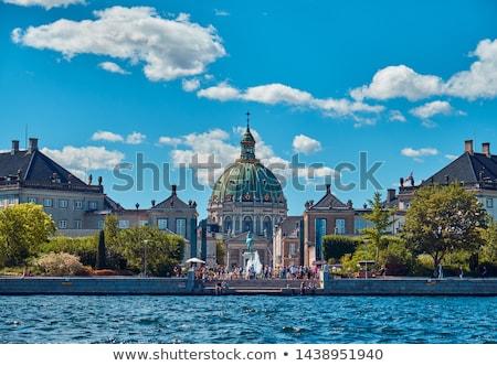 Palácio Copenhague Dinamarca escultura cavalo praça Foto stock © vladacanon