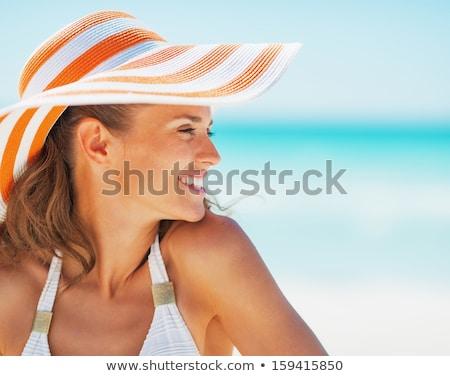 portret · gelukkig · vrouw · strand · hoed · zwempak - stockfoto © deandrobot
