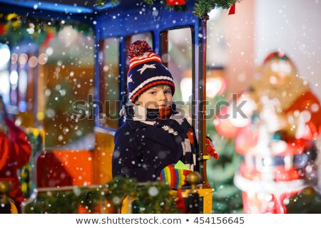 Weinig jongen genieten rotonde kid kind Stockfoto © elly_l