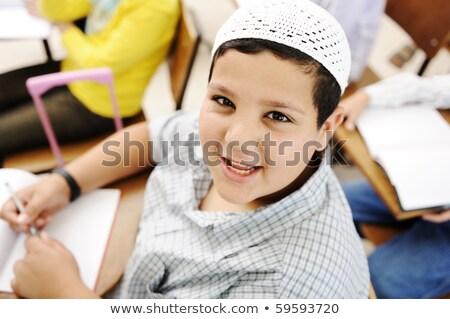 positief · kid · witte · klein · hoed · vergadering - stockfoto © zurijeta