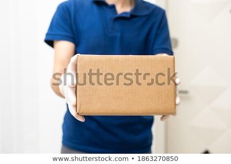 Lieferung Kurier halten Karton jungen Stock foto © RAStudio
