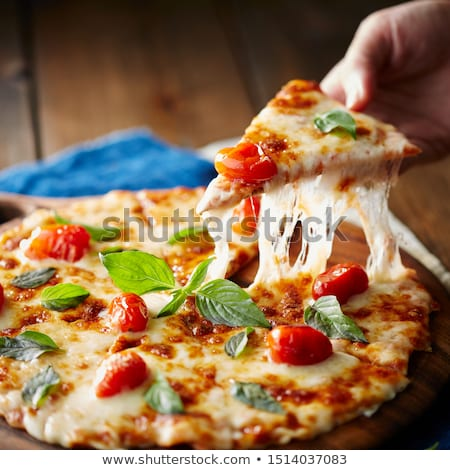 Parçalar siyah pizza domates fesleğen üst Stok fotoğraf © furmanphoto