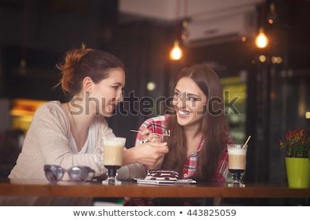 kadın · cep · telefonu · içme · sıcak · çikolata · kafe · gündelik - stok fotoğraf © dolgachov