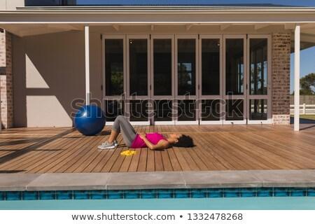 Yandan görünüş bitkin genç kadın ev Stok fotoğraf © wavebreak_media