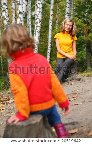 madre · nino · sentarse · madera · otono · mujer - foto stock © Paha_L