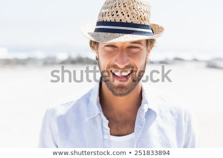 Zdjęcia stock: Przystojny · mężczyzna · uśmiechnięty · plaży · młodych · stałego