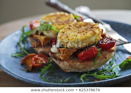 ensalada · a · la · parrilla · pan · queso · de · cabra · alimentos · comedor - foto stock © m-studio