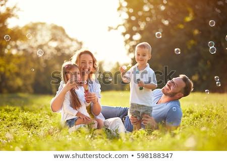 familie · picknick · platteland · glimlach · man · gelukkig - stockfoto © wavebreak_media