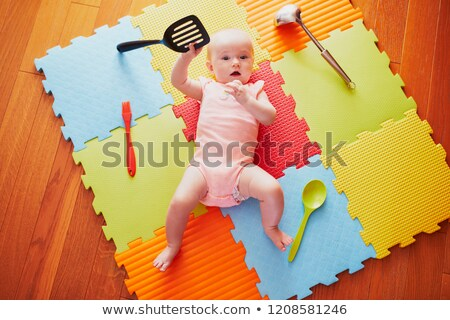 Bebek oynama kaşık yedi ay eski Stok fotoğraf © filipw