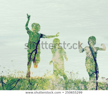 Crianças corrida prado pôr do sol dobrar exposição Foto stock © zurijeta