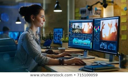feminino · editor · vídeo · computador · vista · lateral · criador - foto stock © andreypopov