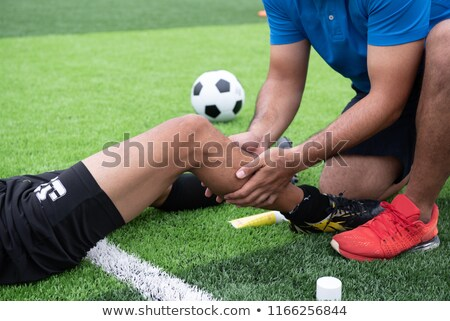 Benen voetballer voetballer gras toonhoogte professionele Stockfoto © matimix