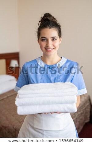 Jovem alegre morena quarto empregada Foto stock © pressmaster