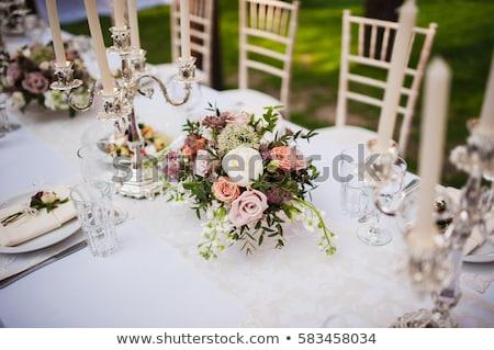 Stockfoto: Wedding Reception Flowers And Cake