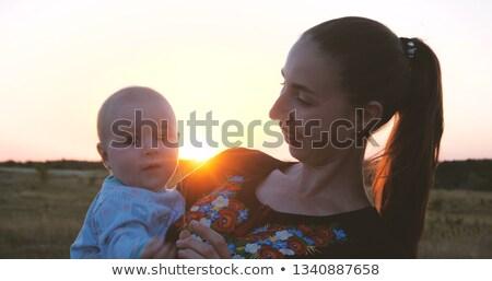 母親 · 白 · 女性 · 幸せ · 日没 - ストックフォト © chesterf