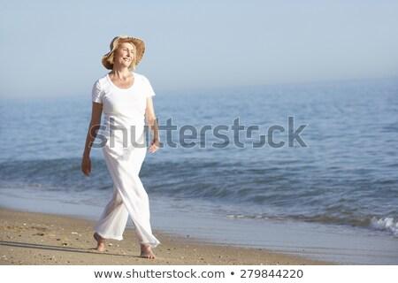 rijpe · vrouw · strand · portret · aantrekkelijk · Blauw - stockfoto © monkey_business
