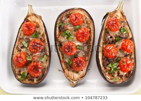 Foto d'archivio: Piatto · melanzane · ripieno · formaggio · tavolo · in · legno