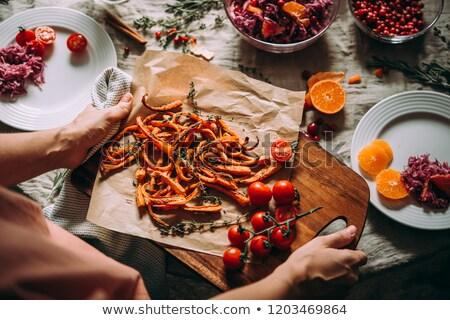 servido · ternera · placa · cuchillo · tenedor · cena - foto stock © elly_l