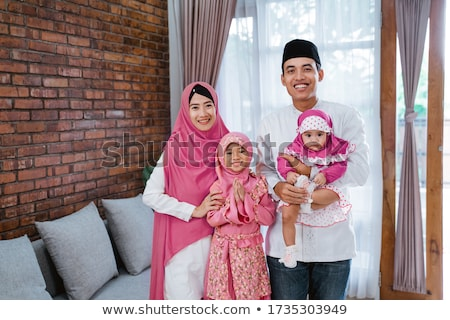 Indonezyjski Muzułmanin rodziny baby żona Zdjęcia stock © tujuh17belas