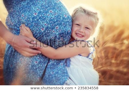 Grávida mãe caminhada pequeno filha bonitinho Foto stock © konradbak