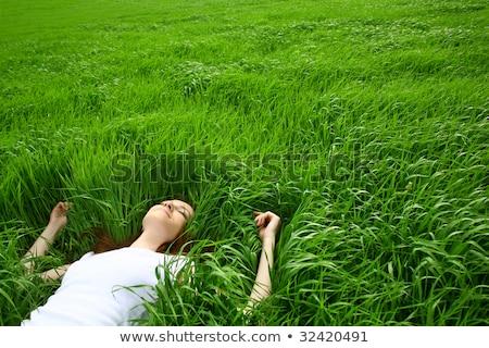 vrouw · jong · meisje · gras · slapen · kind · moeder - stockfoto © monkey_business