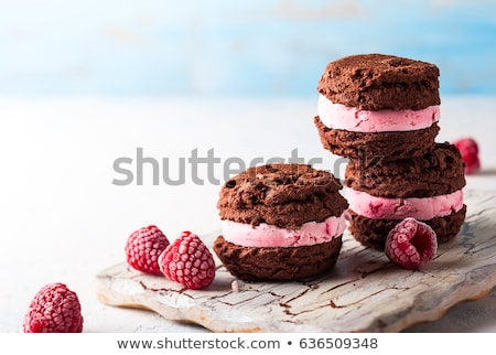 Framboos icecream sandwich afbeelding Stockfoto © HypnoCreative