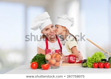 mãe · filha · salada · mulher · madeira · criança - foto stock © photography33