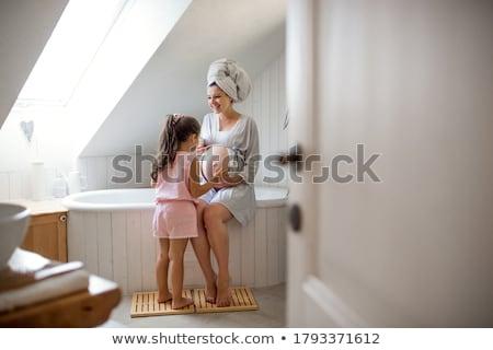 Enceintes bain femme enceinte eau mains nu Photo stock © spanishalex