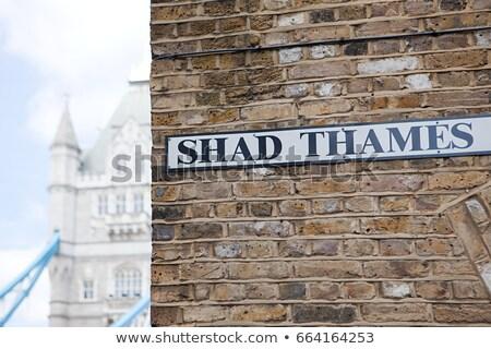 Thames signe Tower Bridge Londres Voyage mur de briques Photo stock © IS2
